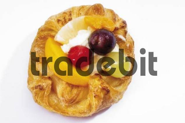 Baked filo pastry topped with mixed fruit