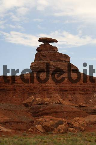 Mexican Hat rock formation, Utah, USA