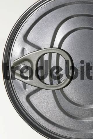 Steel tin with strap