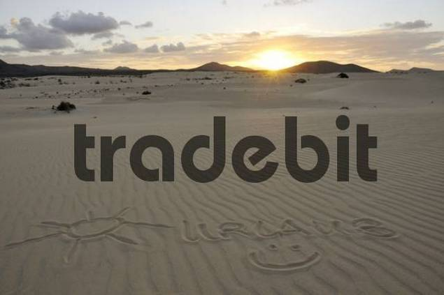 Urlaub, holiday and smiley drawn in the sand, dune, backlit, evening, Corralejo National Park, Fuerteventura, Canary Islands, Spain, Europe