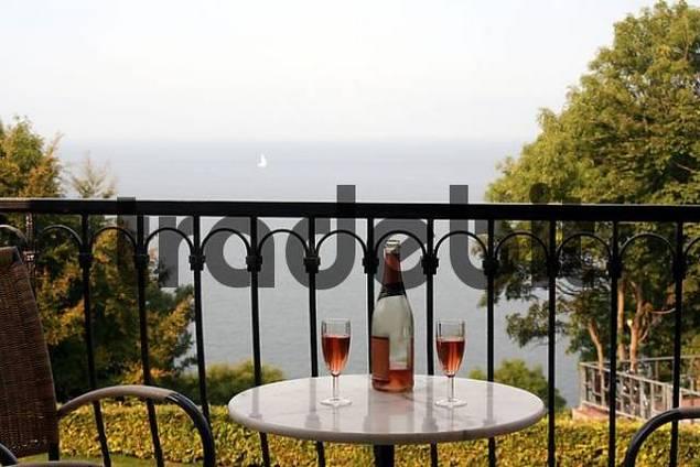 two glasses sparkling vine