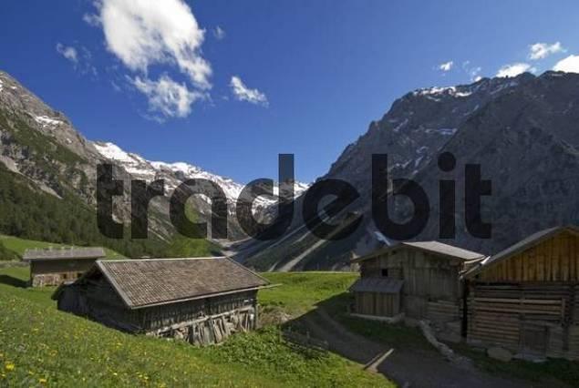 Wooden farmhouses, Pfafflar Alm, Bschlabertal, Ausserfern, Tyrol, Austria, Europe