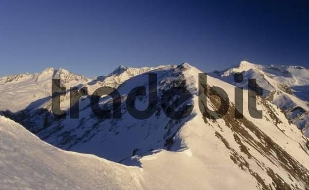 Snow ridge, cornice, Tux Alps, Tyrol, Austria, Europe