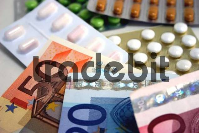 Tablets and banknotes, symbolic picture for the costs of health care