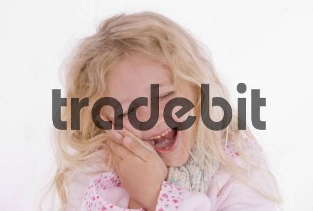 Girl, 6 years old, with toothache