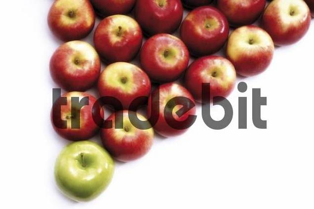 Apples arranged in a triangle