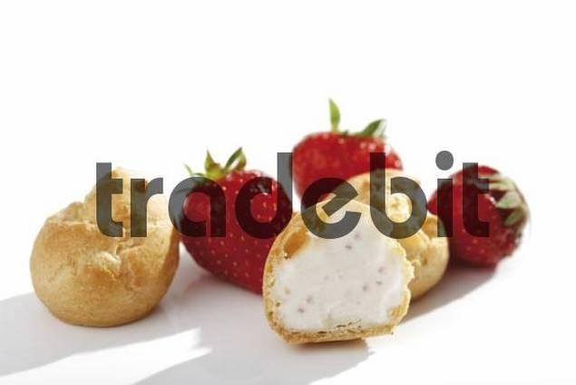 Strawberry cream puffs with strawberries