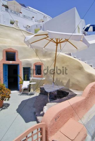 Inner courtyard with staircase and sunshade in a typical Cycladic architectural style, Oia, Ia, Santorini, Cyclades, Greece, Europe