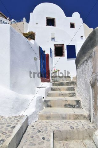 Houses and stairway in a typical Cycladic architectural style, Oia, Ia, Santorini, Cyclades, Greece, Europe