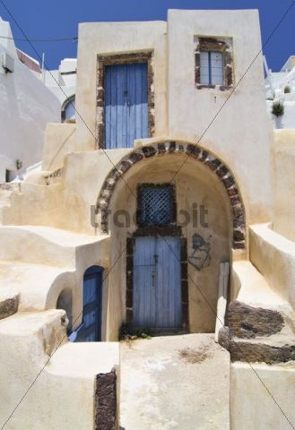 Yellow house with an archway and inner courtyard in a typical Cycladic architectural style, Oia, Ia, Santorini, Cyclades, Greece, Europe