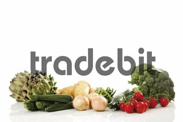 Mixed vegetables, artichokes, broccoli, potatoes, zucchini, onions, beans, cucumber and tomatoes
