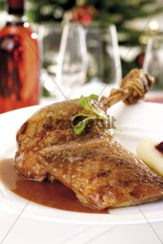 Roast goose-breast and goose-leg with gravy