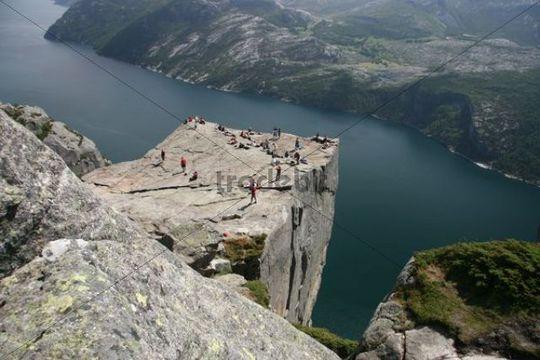 how to get to pulpit rock from oslo