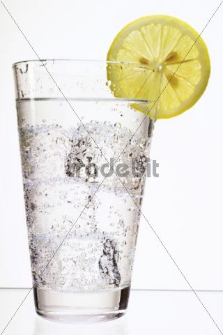 Mineral water with ice-cubes and a slice of lemon