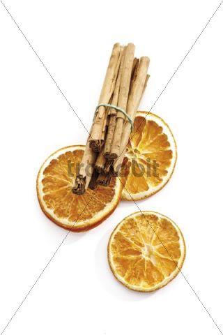 Cinnamon sticks and dried orange slices