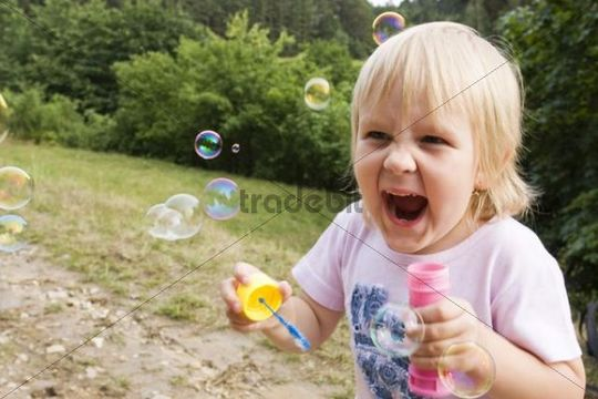 Girl, 5 years old, with bubbles