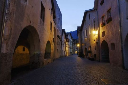 Alley in the historic city centre of Glurns, Glorenza, Vinschgau, Bolzano-Bozen, Alto Adige, Italy, Europe