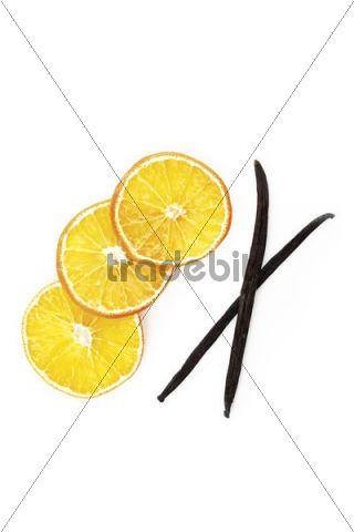 Dried slices of orange and vanilla pods