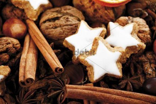 Cinnamon stars with Christmas decoration