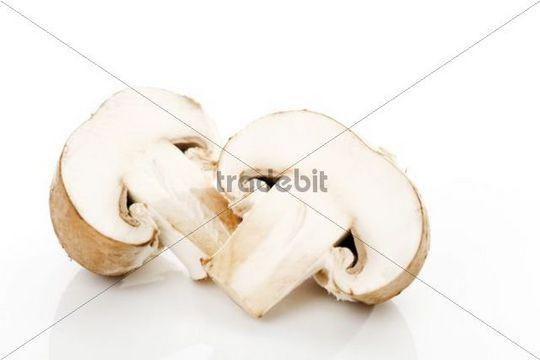 Brown mushrooms, cut in halves