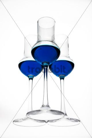 Blue liqueur in glasses on glass plate, worms-eye view