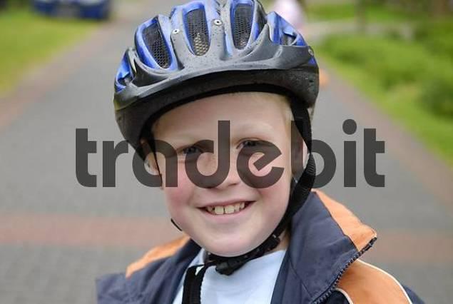 child with safty helmet