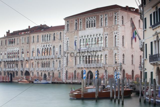 palazzi palaces on the grand canal canal grande venedig venezi. Black Bedroom Furniture Sets. Home Design Ideas
