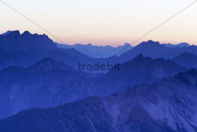 Mountain ridges at sunset from Mount Hochiss in the Rofan massif, Rofan, Tyrol, Austria / Maurach, Rofan, Tirol, Austria, Europe