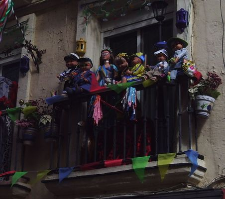 Pay for puppets on the balcony