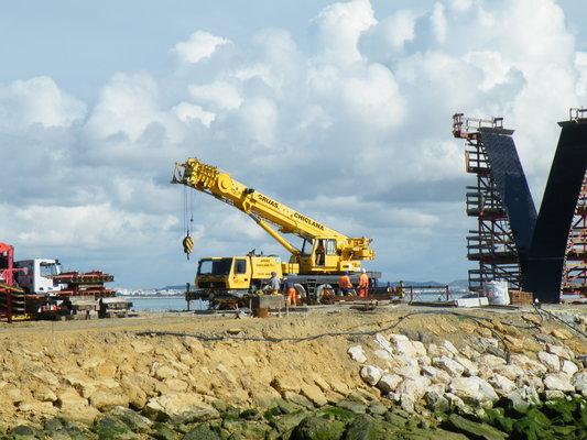 Pay for La grúa trabajando en el puente